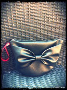"""Tuto: Réaliser la pochette noeud | By Lili Harroz"". #sewing #accessories #bag"
