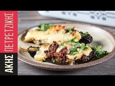 Greek baked stuffed eggplants - Papoutsakia by Greek chef Akis Petretzikis. An authentic Greek recipe for eggplants filled with ground meat and bechamel sauce! Greek Dishes, Main Dishes, Kitchen Recipes, Cooking Recipes, Minced Meat Recipe, Ground Meat Recipes, Greek Cooking, Eggplant Recipes, How To Eat Paleo