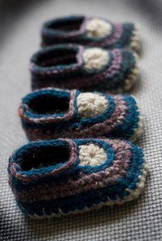 crocheted baby mocs free crochet pattern