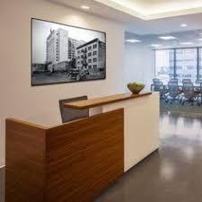 Resultado De Imagen Para Creative Reception Desks For Small Office Space Muebles De Oficina Modernos Mesas De Recepcion De Oficina Diseno De Interiores Oficina