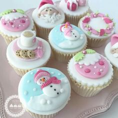 New cupcakes fondant navidad cake toppers ideas Christmas Cupcake Toppers, Christmas Cupcakes Decoration, Christmas Topper, Fondant Cupcake Toppers, Noel Christmas, Cupcake Cakes, Pink Christmas, Christmas Cooking, Christmas Desserts