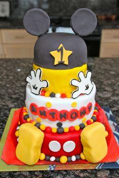 Mickey Mouse cake idea. Very nice.
