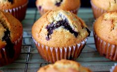 Microwaveable BB Muffins: Mix 1/4 cup of quick oats, 1/4 cup of frozen or fresh blueberries, 1 teaspoon of baking powder, 2 tablespoons ground flax, 2 teaspoons of cinnamon, 1 teaspoon of olive oil, 2 egg whites and a sprinkle of sugar in a microwaveable Tupperware container. Microwave in high for 50-60 seconds and let cool