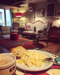 Bom dia com café da manhã reforçado em nosso apartamento durante a semana de moda de Paris em parceria com o @airbnb. Hoje tem evento secreto da @louisvuitton re-see @maisonvalentino showroom @louboutinworld cocktail da Marie Claire internacional... dia cheio. Veja mais em Stories (via @lauraancona). #mcnapfw #parisfashionweek #semana de moda #airbnb #VivaLá  via MARIE CLAIRE BRASIL MAGAZINE OFFICIAL INSTAGRAM - Celebrity  Fashion  Haute Couture  Advertising  Culture  Beauty  Editorial…