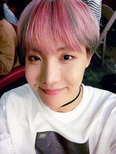 Resultado de imagen de jung hoseok pink hair