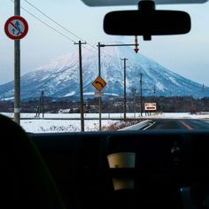 While things are heating up here in Australia, the Japanese snow season is in full swing. We can't wait to get back to Japan's powder 🏂 Beautiful shot from . Snowboarding, Skiing, Niseko Japan, Summer Hill, Volcano, Road Trip, Powder, Australia, Japanese