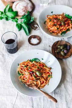 One Pot Spaghetti alla puttanesca · Eat this! Vegan Food & Lifestyle