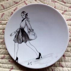 Piattini frutta a delineo Pottery Painting, Ceramic Painting, Pottery Art, China Painting, Mural Painting, Porcelain Pens, Engraved Plates, Plate Art, Doodle Sketch