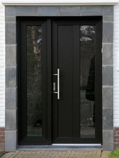 Black Front Door Designs for An Elegant-Looking Living Space p 7 Amazing Black Front Door Ideas FrontDoor FrontDoorIdeas Black BlackFrontDoor Door p Best Front Doors, Beautiful Front Doors, Black Front Doors, Wooden Front Doors, Front Door Entrance, Door Entryway, House Front Door, Painted Front Doors, Glass Front Door