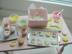 Dollhouse miniature Easter baking von Kimsminibakery auf Etsy https://www.etsy.com/de/listing/500479684/dollhouse-miniature-easter-baking