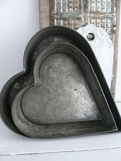 ❤ BAKING TIN... *Makes a great container for holding Valentine cookies as well...