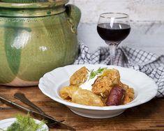 A Mindmegette új sorozatában Mészáros Balázs abban lesz a segítségetekre, hogy ne kapjatok idegösszeomlást a karácsonyi sütés-főzés során, és stresszmentes legyen az ünnepi készülődés. Következzen most egy igazi karácsonyi klasszikus, a töltött káposzta - ezúttal sütőben sütve! Corn Flakes, Potato Salad, Potatoes, Lunch, Chicken, Ethnic Recipes, Food, Motorcycles, Christmas