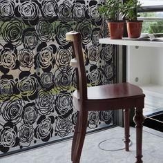 Rose Noire. Design Sophie Briand pour Acte Deco. www.design-graphisme-mural.fr