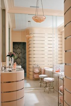 How to Create an Art Deco Contemporary Bathroom It's a trend that re-emerges time and time again, and is an important one if you live in a or home. The Art Deco trend is also making a great comeback this year because Home, Art Deco Interior, Contemporary Bathrooms, Interior Deco, Interior, Art Deco Furniture, Chic Living, Contemporary Bathroom, French Art Deco