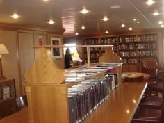 Swan Hellenic - Minerva, Well stocked library