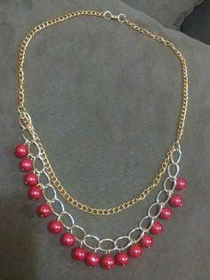 Collar con cadena y perlas..