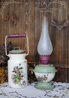 Decoupage Tins, Decoupage Furniture, Lantern Crafts, Cow Kitchen Decor, Victorian Dolls, Milk Cans, Crafts To Make And Sell, Vintage Lamps, Oil Lamps