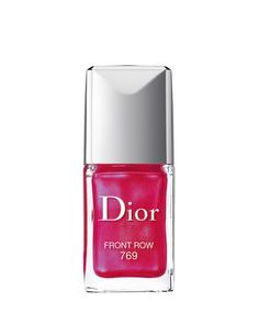 Discover the new-generation Dior Vernis and its ingenious formula that plays up the gel effect. Dior Nail Polish, Dior Nails, Nail Polishes, Sephora, Dior Beauty, Beauty Makeup, Gel Nail Colors, Nail Colour, Red Nails