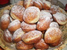 Ai mai auzit de gogosi care sunt GATA in numai 15 MINUTE? Iata cat de simpla e… Romanian Desserts, Romanian Food, Romanian Recipes, Dessert Bread, Dessert Recipes, Vegan Pumpkin Pie, Thanksgiving Desserts Easy, Puff Pastry Recipes, English Food
