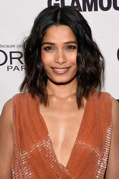 20 Stylish Ways to Wear Center Part Hairstyles: Frieda Pinto  #hairstyles #hair
