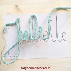 DIY The name knit tuto and all the tricks to make a pretty knit word Rock and Paper Vieira DIY – Le tuto prénom tricotin et toutes les astuces pour faire un joli mot en tricotin – Rock and Paper DIY – The name knit tuto and all the tricks to make a p Yarn Crafts, Diy And Crafts, Crochet Letters, Yarn Wall Art, Spool Knitting, Ideias Diy, Macrame Projects, Wire Art, String Art