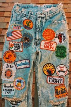So-cal femme fatale mob slingin the baddest vintage and handmade goods you'l… – Women's Fashion Painted Jeans, Painted Clothes, Vintage Outfits, Vintage Fashion, Vintage Denim, Diy Clothing, Custom Clothes, Denim Fashion, Fashion Outfits