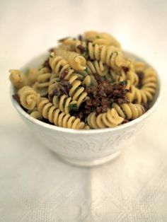 proper blokes' sausage fusilli - made this last night and it was delicious! used red pepper flakes instead of dried red chilies, rigatoni instead of fusilli and spicy turkey sausage. Spicy Sausage Pasta, Sausage Pasta Recipes, Pastas Recipes, Cooking Recipes, Savoury Recipes, Mince Recipes, Easy Cooking, Pork Recipes, Gastronomia