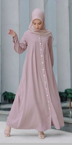 Frock Fashion, Abaya Fashion, Women's Fashion Dresses, Pakistani Fashion Casual, Modern Hijab Fashion, Mode Abaya, Mode Hijab, Habits Musulmans, Simple Dresses