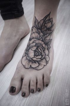 peonies tattoo don't like the placement but the tattoo is gorgeous