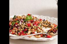 Čočkový salát s paprikou a arašídy | Apetitonline.cz Kung Pao Chicken, Ethnic Recipes, Food, Diet, Red Peppers, Eten, Meals