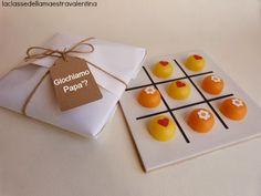 Domino con cápsulas de huevo kinder