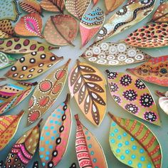 zentangle mandala -~Zentangle - More doodle ideas - Zentangle - doodle - doodling - zentangle patterns. Leaf Crafts, Diy And Crafts, Crafts For Kids, Arts And Crafts, Paper Crafts, Autumn Crafts, Autumn Art, Nature Crafts, Palm Frond Art