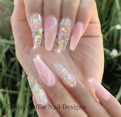 Wir haben mehr als 15 Gelee-Nägel-Ideen gefunden, die Sie in dieser Saison unbe… We have found more than 15 jelly nail ideas that you definitely want to try this season – Nails – it Nail Design Glitter, Cute Acrylic Nail Designs, Clear Nails With Glitter, Clear Nail Designs, Fancy Nails Designs, Long Nail Designs, Glitter Nail Art, Clear Nails With Design, Acrylic Nails With Design