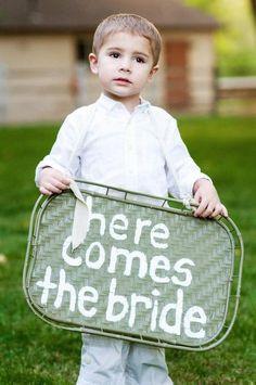 I love this little Bride Announcer!