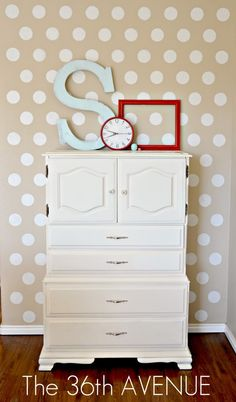 I LOVE POLKA DOTS....I'm sure I'll have paint some room in my home like this. Hmmmm....maybe the kids' bathroom. :-)