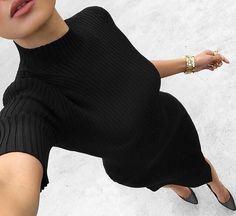 Love a little black dress. Outfits Blanco, Black Women Fashion, Womens Fashion, Fashion Blogger Instagram, Micah Gianneli, Vogue, Girl Inspiration, Fashion Inspiration, Fashion Books