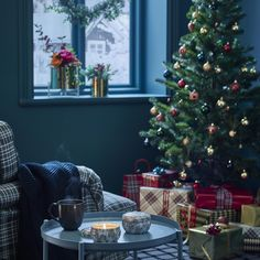 VINTER 2018 geurkaas in metalen blik | IKEA IKEAnl IKEAnederland decoratie kerst feestdagen inspiratie wooninspiratie interieur Ikea, Christmas Time, Christmas Ideas, Interior Design, Holiday Decor, Home Decor, Seasons, Holidays, Cozy Christmas