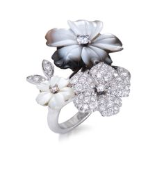 An yellow gold ring set with white and gray mother-of-pearl flowers adorned with diamonds by Padani Gems Jewelry, Jewelry Shop, Jewelry Accessories, Jewelry Design, Fashion Rings, Fashion Jewelry, Mother Of Pearl Jewelry, Dress Rings, Diamond Studs