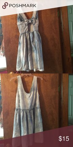 Bow back jean dress Light wash denim dress with an open bow back. Never worn and tags still attached. Tag says 7/8 but really 11/12 on dress tag. Perfect condition and extremely cute! Rue 21 Dresses Backless