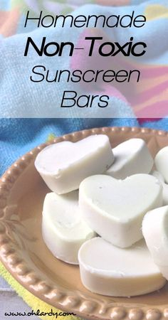 homemade sunscreen bars are made with organic ingredients, essential oils and will keep your skin moisturized and protected in the sun. Homemade Sunscreen, Homemade Soaps, Piel Natural, Diy Beauty, Beauty Tips, Beauty Care, Beauty Hacks, Beauty Stuff, Homemade Beauty Products