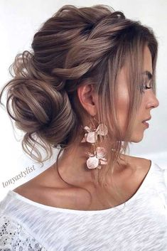 curly hair updos prom hairstyles updos formal hairstyles hair up wedding updos krullend haar opgestoken kapsels prom kapsels opgestoken formele kapsels kapsel bruiloft opgestoken # langhaarstijlen Wedding Hairstyles For Long Hair, Wedding Hair And Makeup, Hairstyles With Bangs, Straight Hairstyles, Hairstyle Ideas, Messy Wedding Updo, Prom Bun Hairstyles, Bridal Hair Updo Loose, Loose Updo