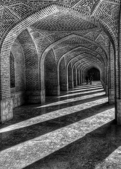 40 Best Black and White Photography examples from top photographers - 14 palace black and white photography Black And White Abstract, Black And White Pictures, White Art, Plain Black, Foto Hdr, Street Photography, Art Photography, Photography Hashtags, Photography Projects
