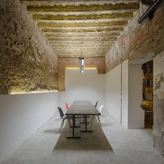 Image 2 of 22 from gallery of San Jerónimo Atelier / CUAC Arquitectura. Photograph by Fernando Alda Architecture Details, Interior Architecture, Interior And Exterior, Futuristic Architecture, Atelier Design, Interior Decorating, Interior Design, Luxury Interior, Office Interiors