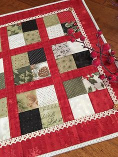 Carried Away Quilting Free Tutorial: Coffee Time Quilt for Christmas (Midnight Clear fabric by Moda)