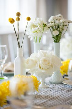 #billy-ball, #centerpiece, #vase, #rose, #white, #yellow  Photography: Maya Myers Photography - mayamyers.com  Read More: http://www.stylemepretty.com/living/2014/01/06/smp-living-graphic-print-inspired-baby-shower/