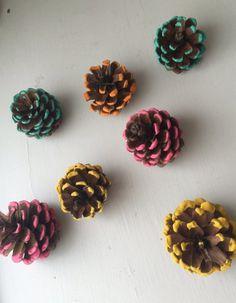 pinas-decoradas-con-pintura-para-navidad