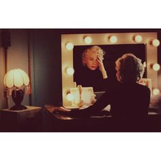 マリリン 女優鏡 - Google 検索