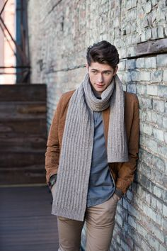 This reversible scarf in slipped garter rib is a perfect project for less experienced knitters and for guys who like simple, uncomplicated style. Instructions are given for tubular edging if you're up for the challenge, but also for substituting an easier method of your choice. Knit Dunaway in Loft or Shelter – 2 skeins of …