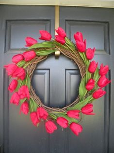 Tulip Wreath - Perfect for a Spring & Summer Wreath Spring Crafts, Holiday Crafts, Diy And Crafts, Arts And Crafts, Tulip Wreath, Floral Wreaths, Red Tulips, Diy Wreath, Grapevine Wreath