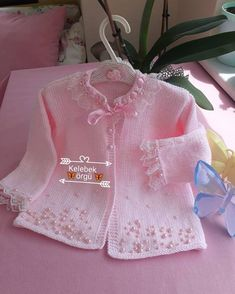 Diy Crafts - DIY & crafts projects, contents and more - Diy Crafts Hayrl Haftalar Inci Modasna Katl D 849350810952696797 P Crochet Hooded Scarf, Crochet Baby Jacket, Knitted Baby Cardigan, Summer Cardigan, Pink Cardigan, Cotton Sweater, Knitting For Kids, Baby Knitting Patterns, Baby Patterns